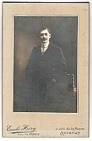 carte postale ancienne: Fotografie Emile Héry, Avignon, Stilvoller Mann mit gestreifter Krawatte   leicht fleckig, sonst guter Zustand