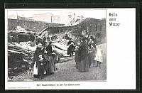old postcard: AK Berlin, Hochwasser, Hauseinsturz in der Gerichtsstrasse